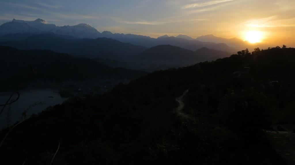 Nach der Morgendämmerung der erste Sonnenstrahl
